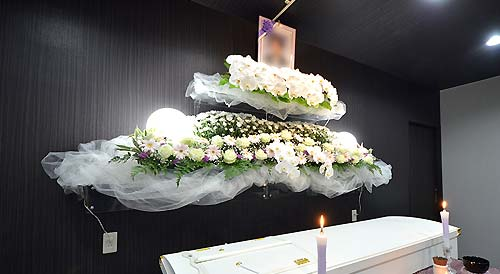 安心安全な家族葬自社プラン祭壇スマホ用